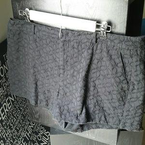Elle Black Textured Floral Print Shorts Size 16